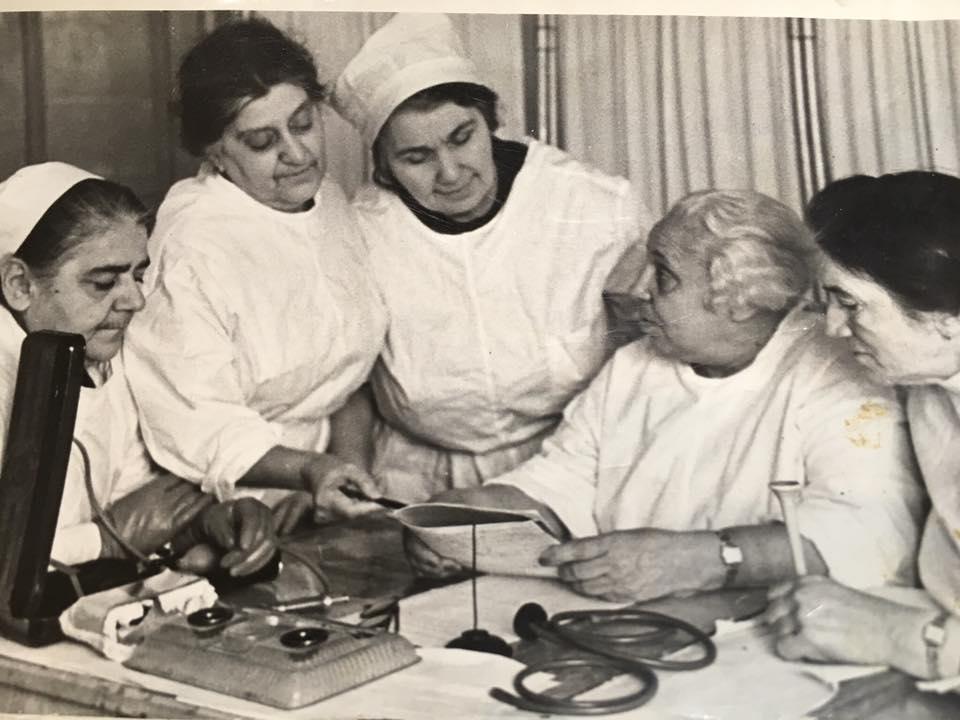 Багдыкова-Карташева среди коллег (в центре фотографии)